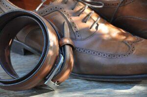革靴、時計と同じテイストのモデルを選ぶ